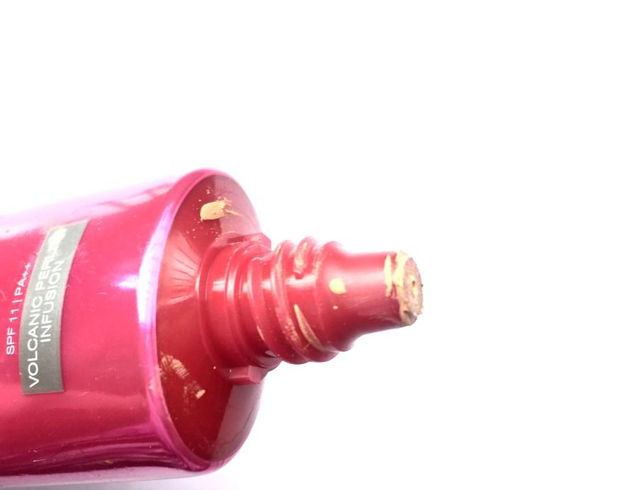 L'Oreal Mat Magique 12H Bright Mat Foundation Review Swatches nozzle
