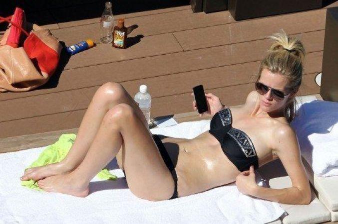 BROOKLYN-DECKER-Bikini-Candids-at-a-Pool-in-Sydney-33-535x356
