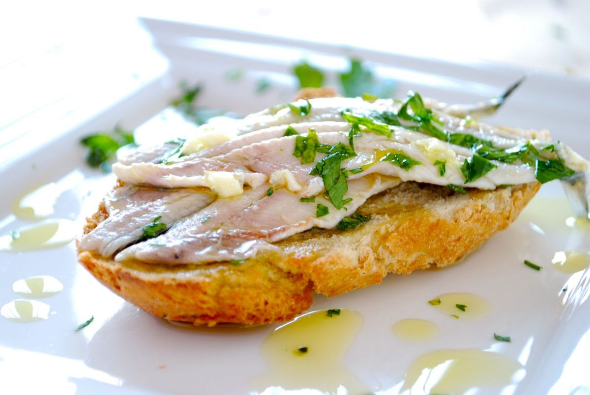 Anchovies marinated in vinegar spanish recipe - Boquerones en vinagre duros ...