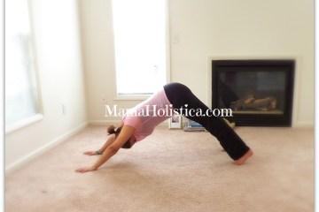 """Holistic Thursday: Postura de Yoga """"Perro"""" #YogaMom"""