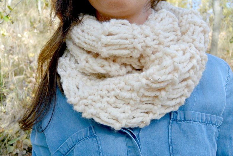 Chunky Scarf Knitting Pattern For Beginners : Cozy Glitz   Chunky Knit Infinity Scarf Pattern