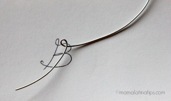 Folding jewelry wire to make a letter by mamalatinatips.com