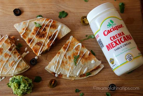 Nacho Quesadillas con crema mexicana