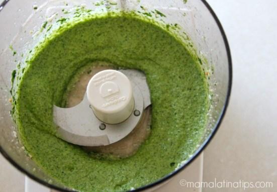 Pesto de cilantro - mamalatinatips.com