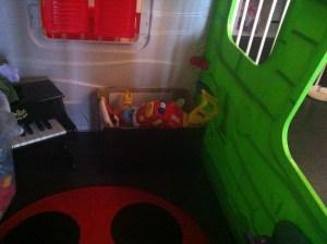 Un mini coffre à jouet pour la maison de bébé !