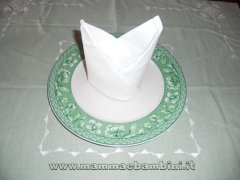 Piegare i tovaglioli: cappello del vescovo