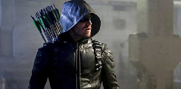 """Arrow -- """"Legacy"""" -- Image AR501c_0161b --- Pictured: Stephen Amell as Green Arrow -- Photo: Bettina Strauss/The CW -- © 2016 The CW Network, LLC. All Rights Reserved."""