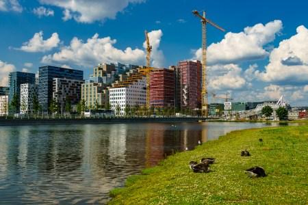 I følge Turner ligger kjernen i finansiell ustabilitet nettopp i kombinasjonen av bankers ubegrensede mulighet til å skape nye penger, og det begrensede tilbudet av eiendom i urbane områder. Her fra barcode i Bjørvika. Foto:  jechstra/ Flickr