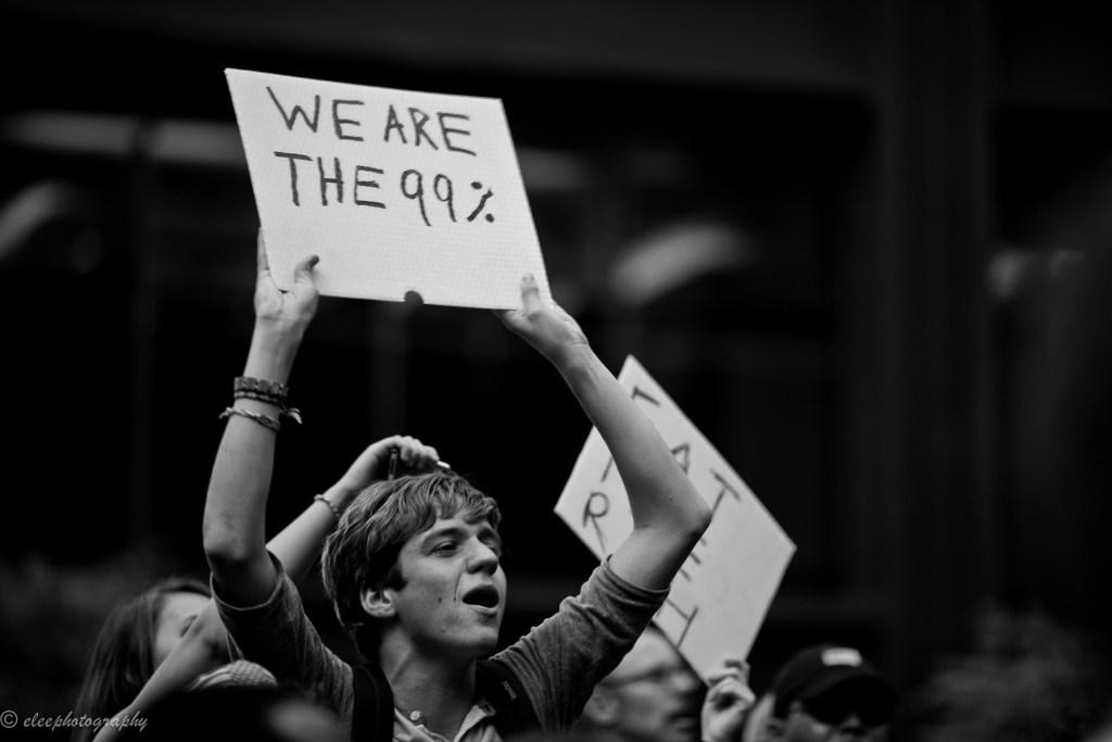 Når finanskapitalen blir for mektig, kan den dra resten av økonomien med i dragsuget. Her fra Occupy Wall Street i 2011, en massemobilisering som oppsto i kjølvannet av finanskrisen. Foto: Esther Lee/ Flickr.