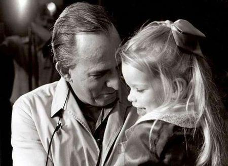 Hva er en nordmann? I Terje Tvedts bok er definisjonene mange. Her er den ikke-etnisk-norske norske forfatteren Linn Ullmann med sin svenske far Ingmar Bergman.