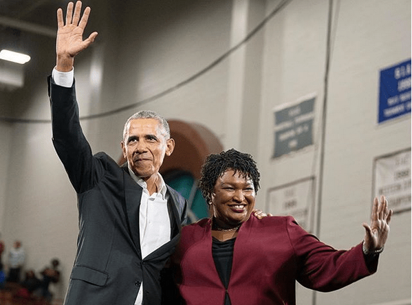 Tidligere president i USA Barack Obama og guvernørkandidat Stacey Abrams i Georgia. Foto: stacyabrams/ Instagram