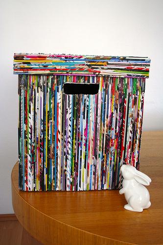 Forrar una caja con revistas viejas
