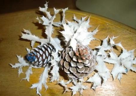 Centro de mesa navide o 2013 adornos para navidad con - Manualidades pinas secas ...