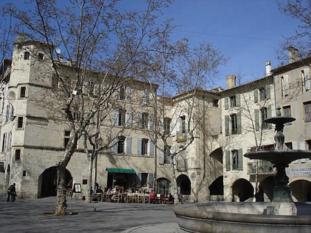 place herbes uzes