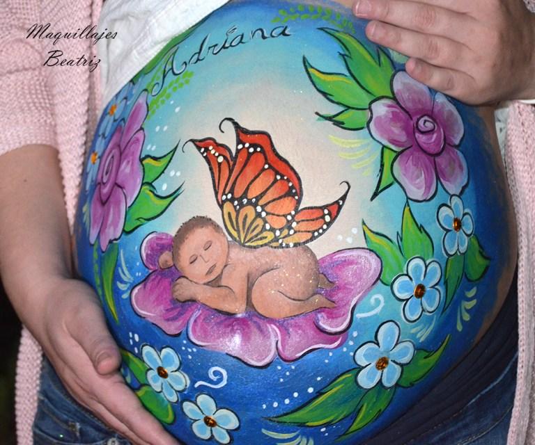 Maquillaje barriga embarazada bebé mariposa