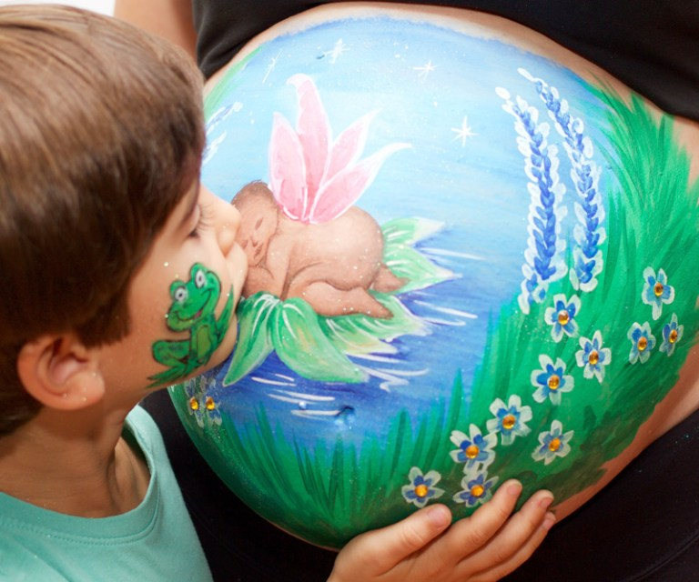 Body paint barriga embarazada bebe nenufar rana