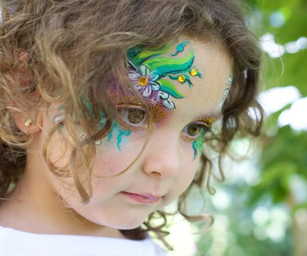 Maquillaje infantil flores verdes