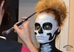 Maquillando para moros y cristianos de Orihuela