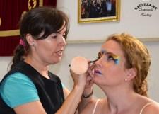 Beatriz Martínez maquillando para las fiestas de moros y cristianos de Orihuela 2017
