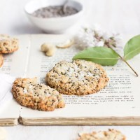 Cookie Time: healthy + vegan Lemon Chia Cookies