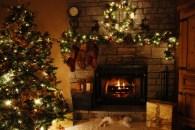 'जिंगल बेल… जिंगल बेल… जिंगल ऑल द बेल' म्हणत जगभरात सुरू झालंय ख्रिसमस सेलिब्रेशन… सर्वत्र ख्रिसमस चे सोहळा साजरा केला जात आहे. ख्रिसमस सणाचे काही क्षण खाली दिलेले आहेत.
