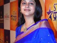 मृणाल कुलकर्णी ही मराठी सिनेमा श्रुष्टीतील एक प्रमुख अभिनेत्री आहे हिने बरेच मराठी मालिका आणि चित्रपटात काम केलेलं आहेत. तसेच बऱ्याच हिंदी मालिका मध्ये सुधा काम केले आहे. आपण तिचे...