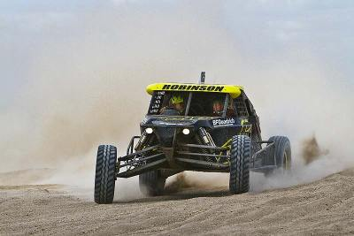 >>Australia 2010: Outer Bounds Racing with three cars at Finke Desert Race.