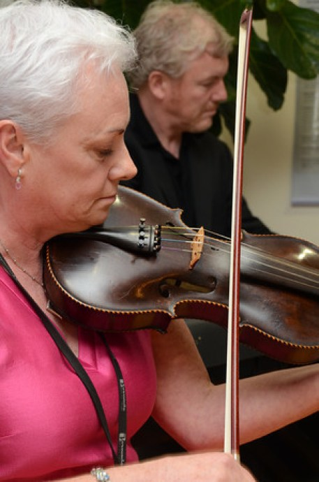 Marie Reilly playing Irish fiddle