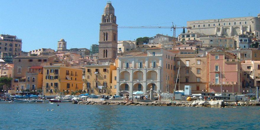 Gaeta_medievale_vista_dal_mare