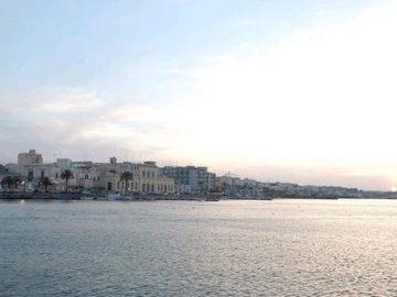 Molfetta_-_panorama_del_porto