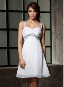 Este vestido pode ser feito longo ou curto. É um modelo que fica bem em magrinhas ou cheinhas, pois este evasê que parte do busto, disfarça as gordurinhas. Segue molde do 36 ao 56.