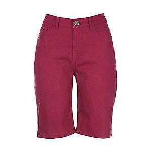 Bermuda é uma peça bastante versátil que veste bem magrinhas e cheinhas. Segue esquema de modelagem do 36 ao 56.