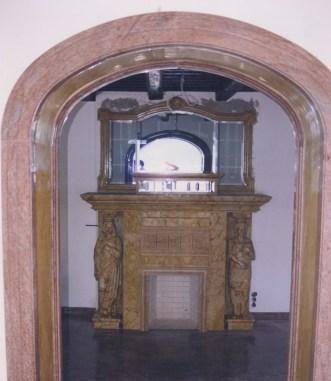 Caminetto in Giallo Reale intarsiatocaminetto in Giallo Reale intarsiato