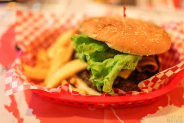 american-fast-food-hamburger-1246-825x550