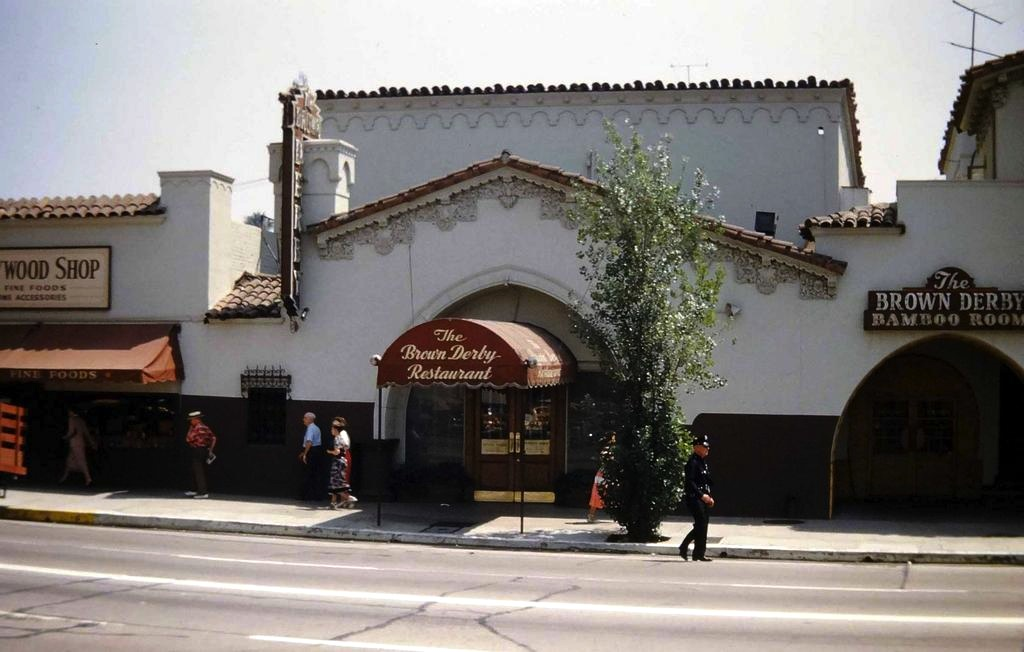 Brown derby restaurant on vine st just south of the corner of hollywood boulevard - Restaurant boulevard saint martin ...