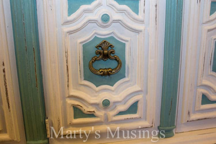 Annie Sloan Chalk Paint Tutorial 7039s China Hutch Makeover