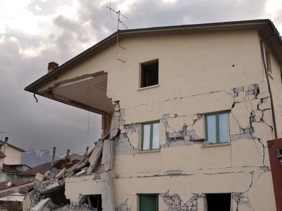 earthquake-1665887_1920