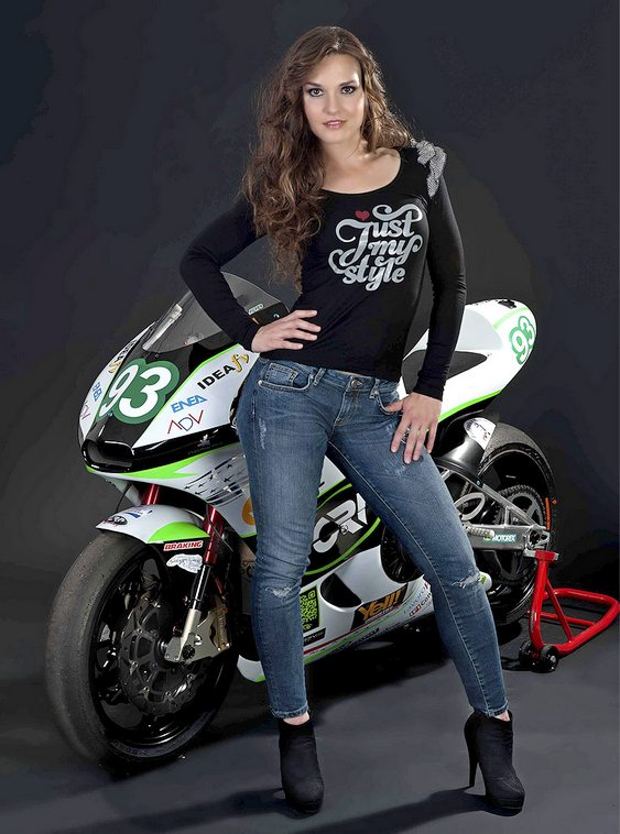 Girl With Bike Hd Wallpaper Energica Ego A Primeira Moto El 233 Trica Street Legal Do