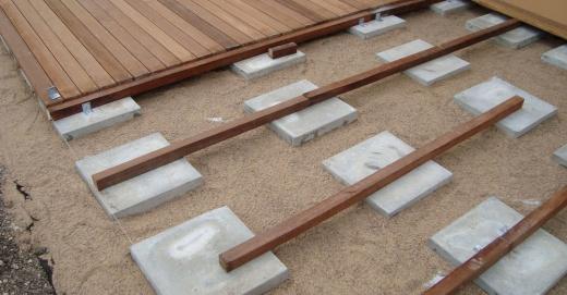 Comment réaliser votre terrasse sur un sol nu - Comment Poser Une Terrasse Bois