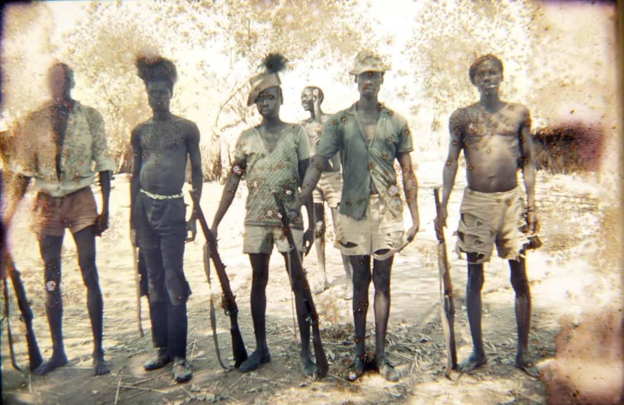 Sud Sudan 1970 villaggio di Adodi, guerriglieri.