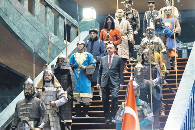 Erdogan fra i suoi guerrieri