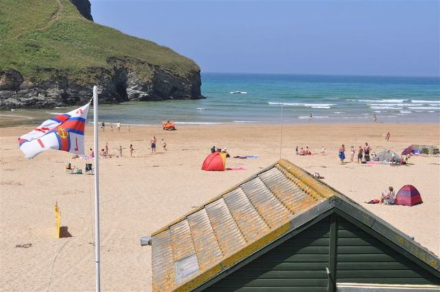 Mawgan Porth Beach lifeguard hut