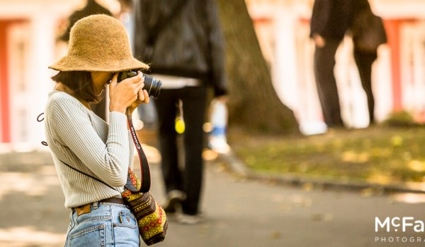 She got it right - how to hold your camera properly