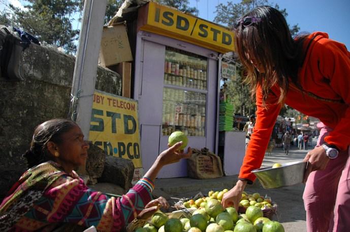 Sui buying produce