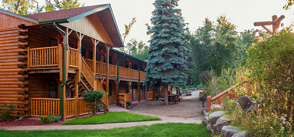 The Ponderosa at Meadowbrook Resort & DellsPackages.com in Wisconsin Dells - best for Family Reunions & Groups