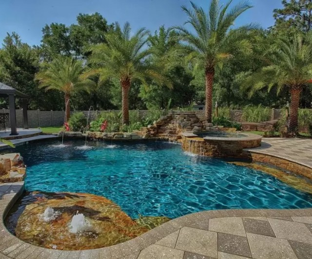 2015 39 s award winning swimming pools medallion energy for Pool design tampa