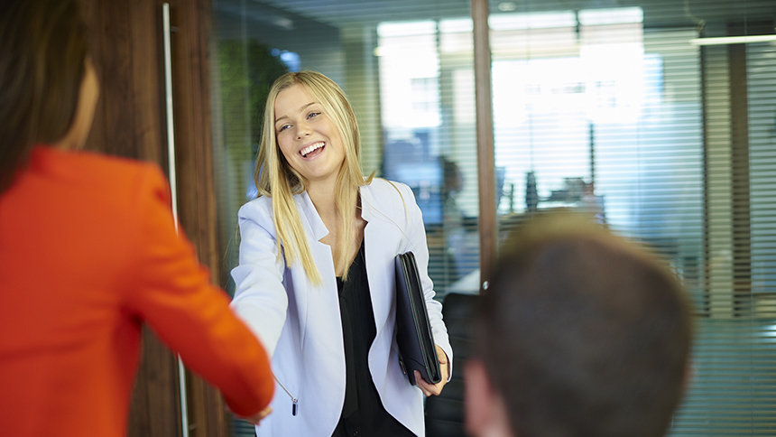 15 Go-To Ways to Describe Yourself in a Job Interview