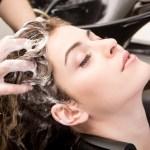 Tips Merawat Rambut Agar Hitam Berkilau