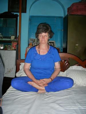 DSCN7362 Tulsi's Sri Yukteshwars bed