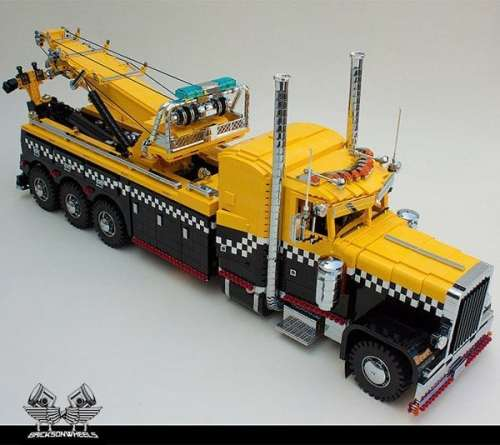 MEGATech Showcase: Dog Days of LEGO   lego peterbilt tow truck 1 500x445